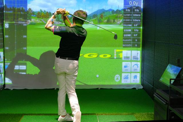最新のゴルフシュミレーターの画像。